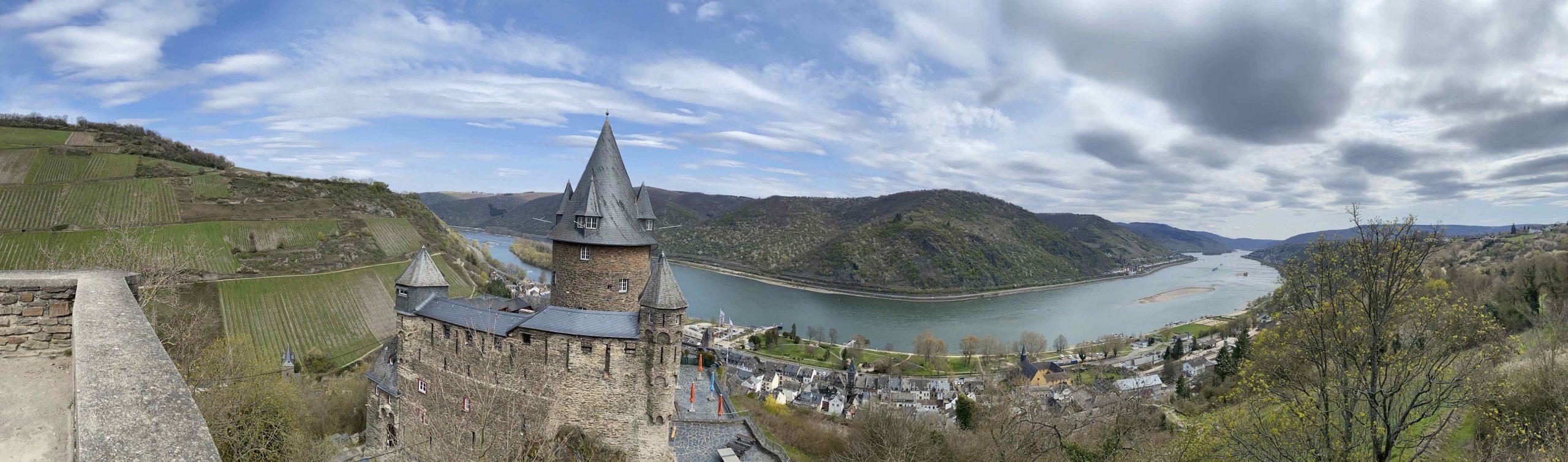 Blick über die Burg Stahleck