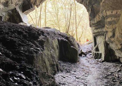 Schieferhöhle Blick nach außen